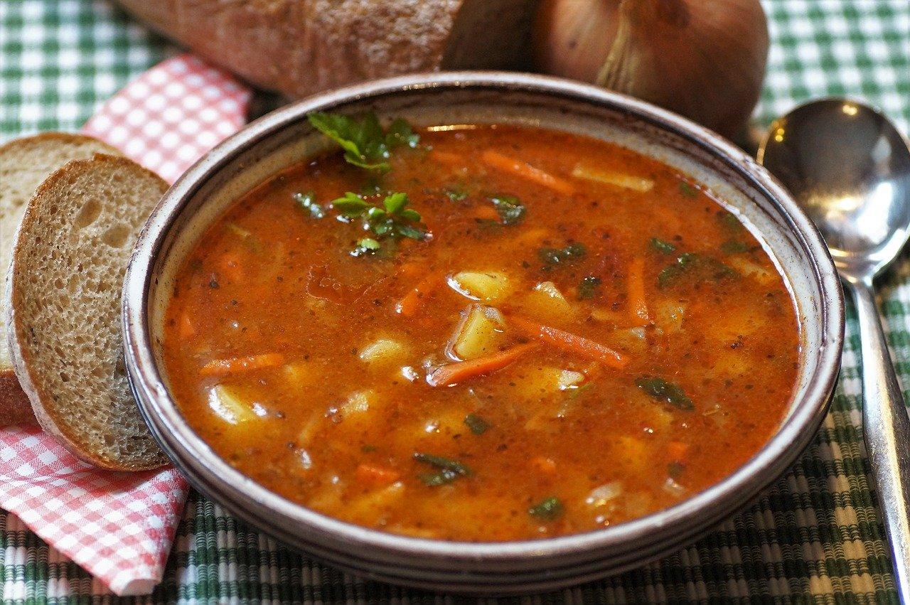 Wie kann man Suppe klären?